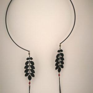 (Collana Cerchio con fregi) ottone e rame placcata nero notte con spirelle noir e pietre dure (264)
