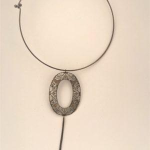 (Collana Cerchio con fregi) ottone e rame placcata rutenio (264).