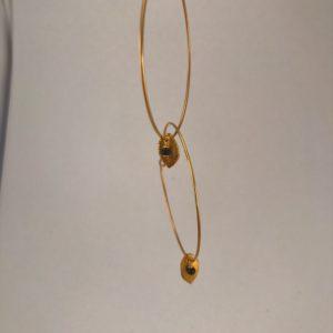 (Orecchini Cerchio Pietra) ottone placcato oro con spirelle noire (144)