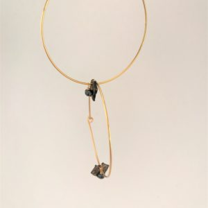 (Orecchini Cerchio Pietra) ottone placcato oro e nero notte con spirelle noire (144)